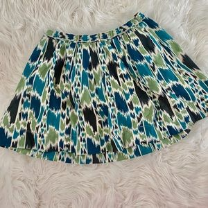 Cute patterned skirt! Size small 💓✨